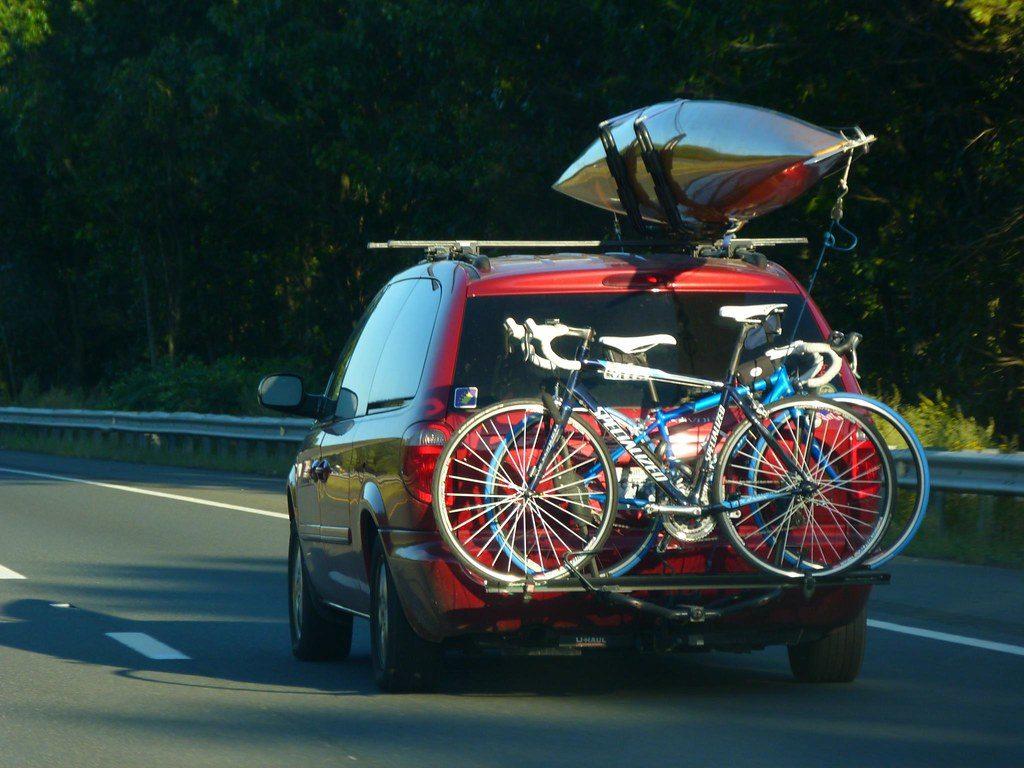 van with bike rack blocking the license plate
